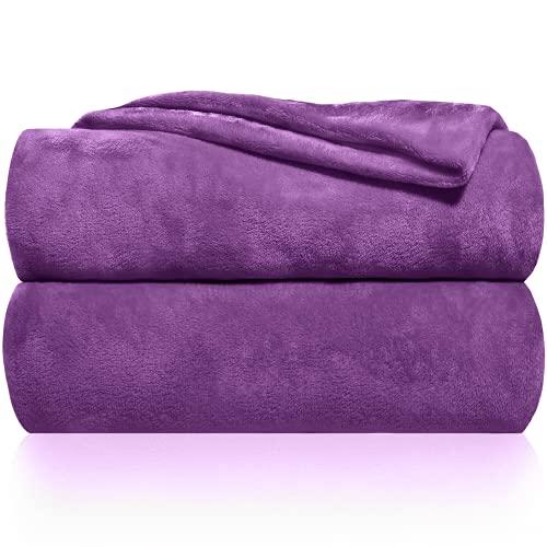 Gräfenstayn® Kuscheldecke flauschig & super weich - hochwertige Fleecedecke auch als Wohndecke, Tagesdecke, Sofadecke & Sommerdecke geeignet - Überwurf Decke Sofa & Couch (Lila, 200x150 cm)