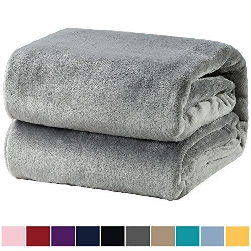 Bedsure Kuscheldecke Grau Flauschige Decke, extra weich& warm Wohndecke in Wohnzimmer, 150x200 cm Flanell Fleecedecke, Falten beständig/Anti-verfärben als Sofadecke oder Bettüberwurf