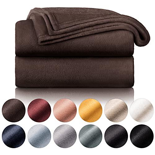 Blumtal Flauschige Kuscheldecke – hochwertige Wohndecke, super weiche Fleecedecke als Sofaüberwurf, Tagesdecke oder Wohnzimmerdecke, 220 x 240 cm, Dunkelbraun